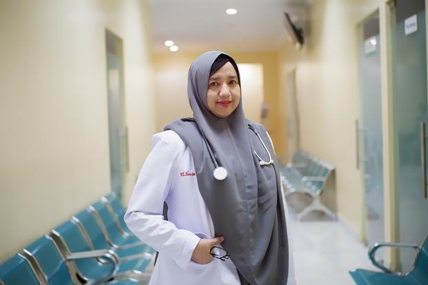 dr. Yasemine, Sp.A